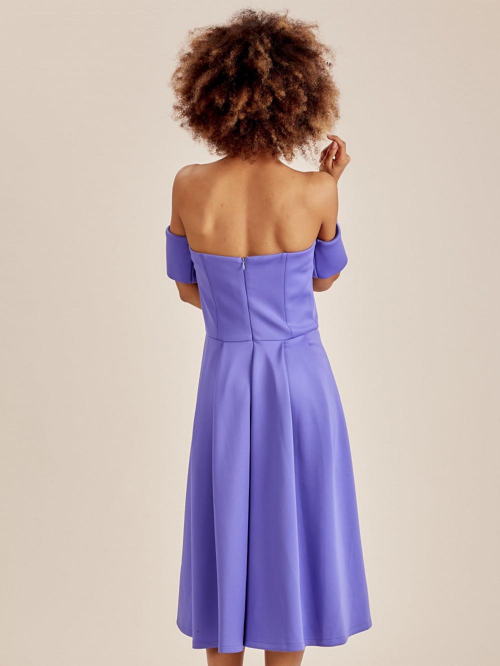 Niebieska sukienka rozkloszowana off shoulder 2