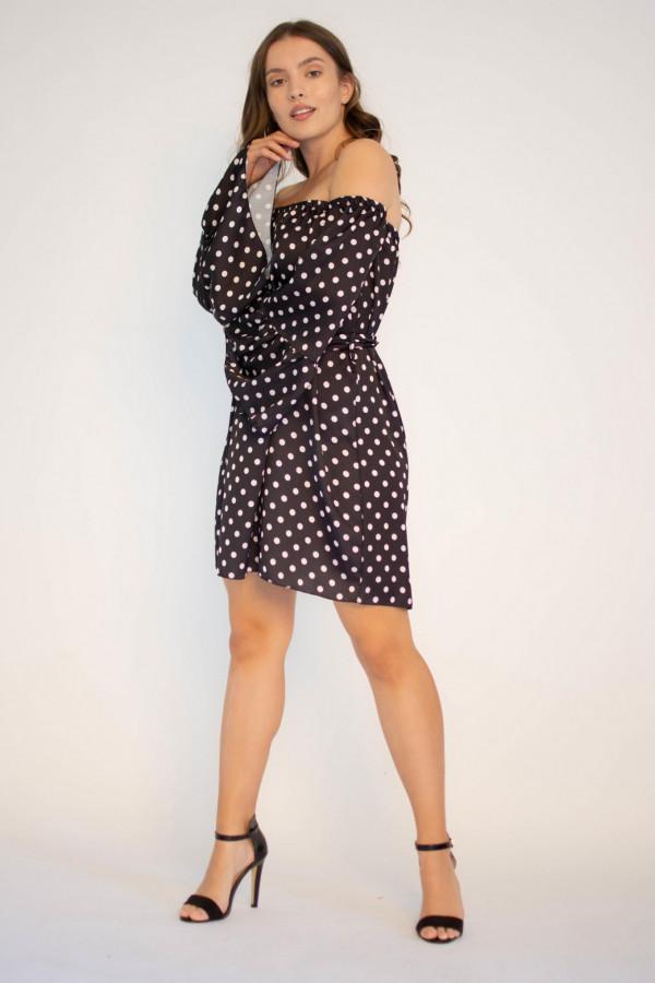 Sukienka w białe kropki z odkrytymi ramiona Liz