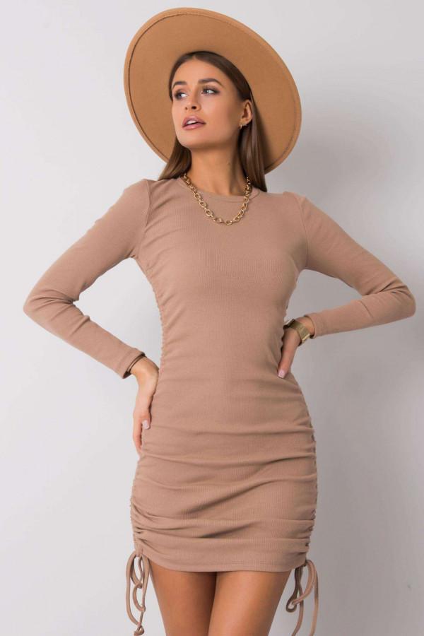 Beżowa dopasowana sukienka z wiązaniami Lille