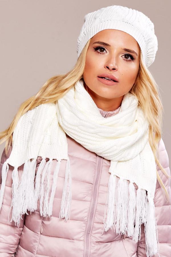 Biała czapka damska z pomponem Roanne