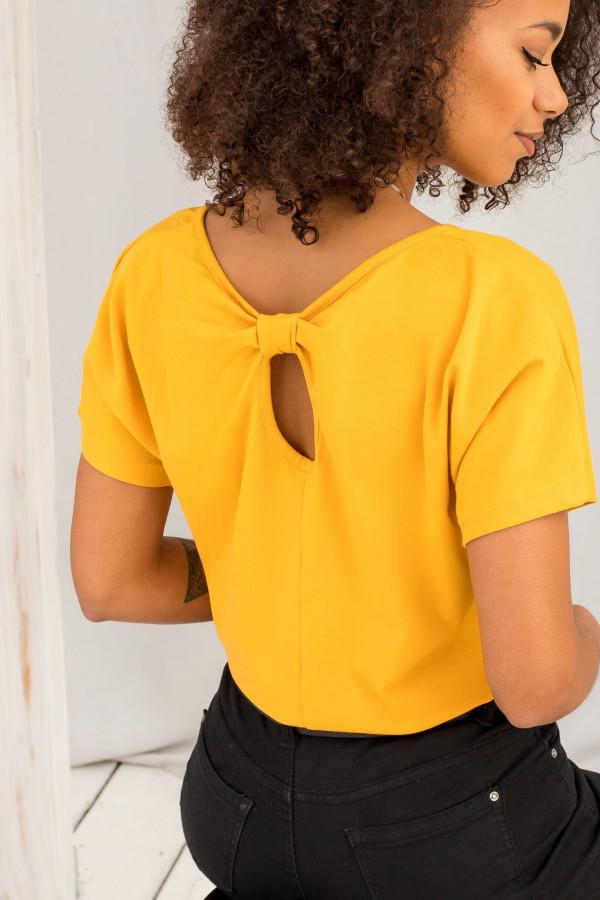 Jasnopomarańczowy t-shirt z wycięciem na plecach Sofie