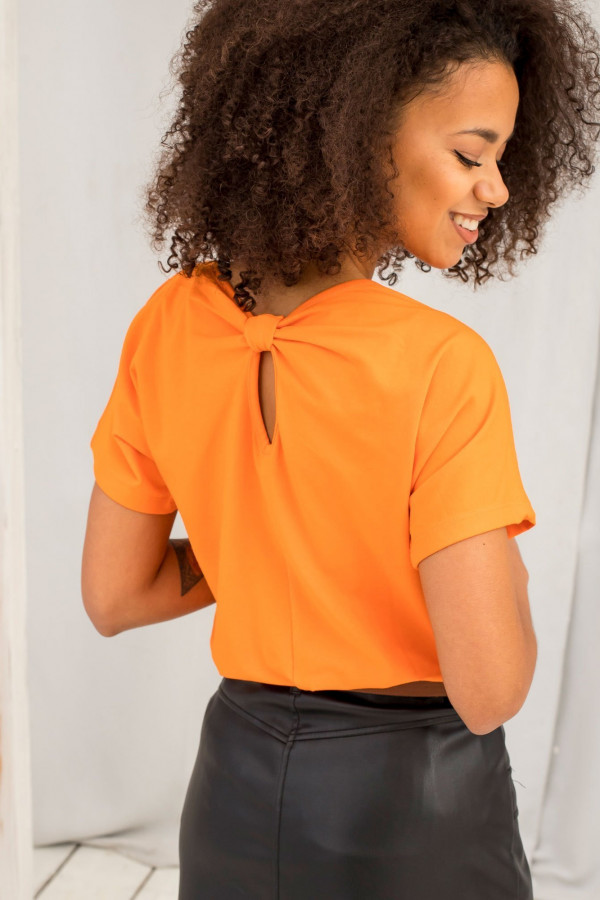 Pomarańczowy t-shirt z wycięciem na plecach Sofie