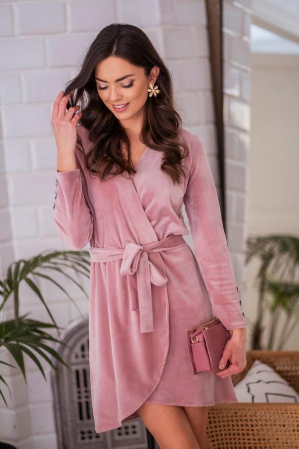Różowa welurowa sukienka przekładana Romans