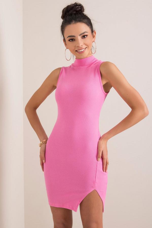 Różowa sukienka z wycięciem na nodze Downey