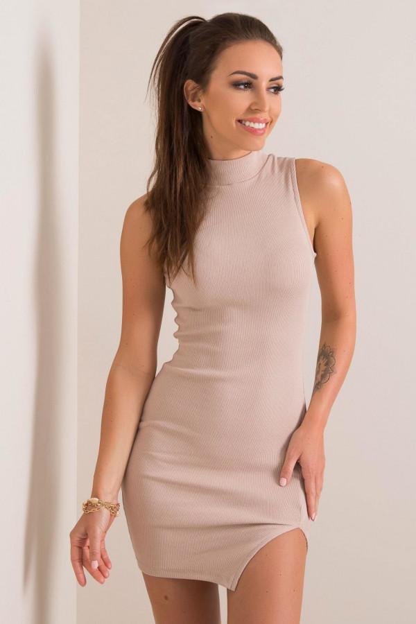 Beżowa sukienka z wycięciem na nodze Downey