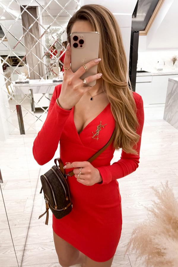 Czerwona dopasowana sukienka prążkowana Skins