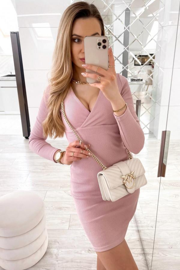 Różowa dopasowana sukienka prążkowana Skins