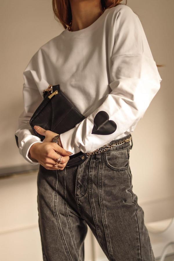Biała bluza oversize z czarnym sercem Hearts
