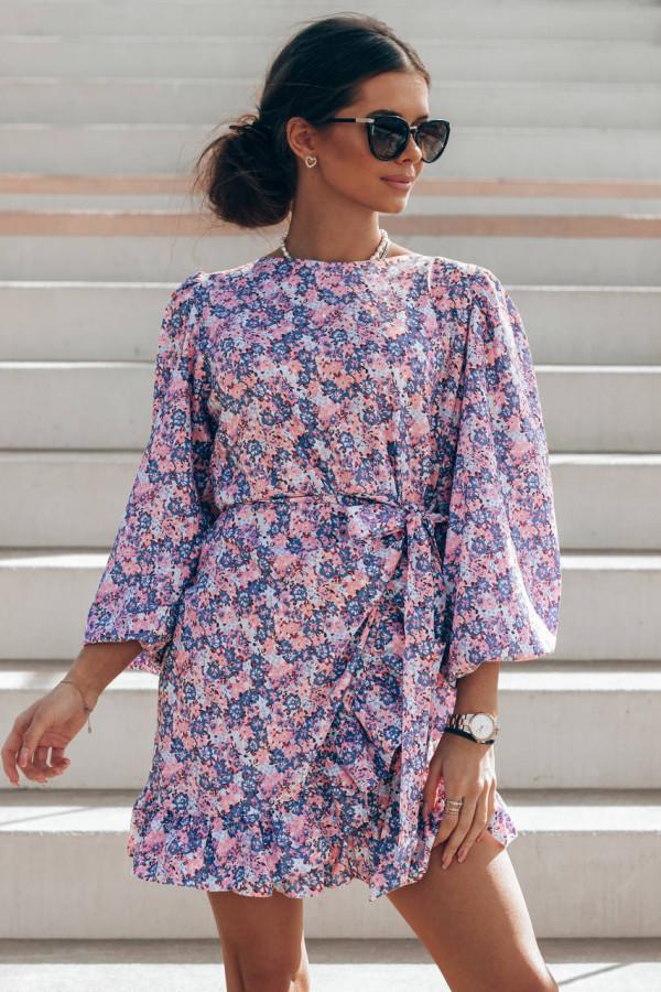 Fioletowo-różowa sukienka rozkloszowana z bufiastymi rękawami Chica
