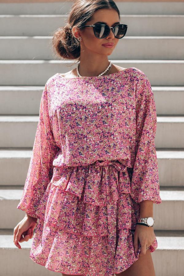Różowa sukienka rozkloszowana z falbankami Carmela