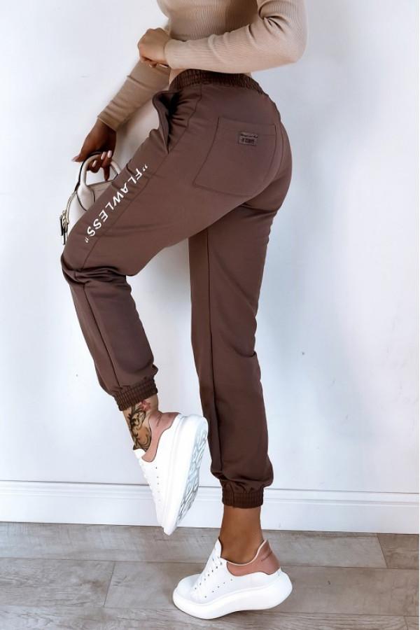 Brązowe spodnie dresowe oversize Flawless
