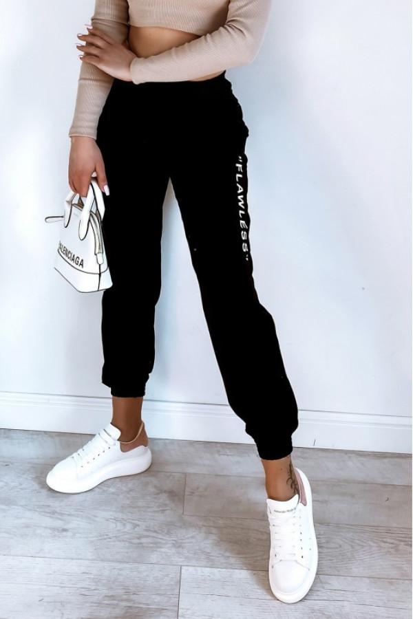 Czarne spodnie dresowe oversize Flawless