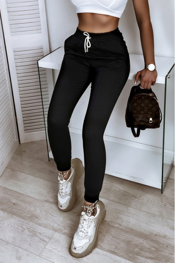 Czarne spodnie dresowe dopasowane z przeszyciami Lyana