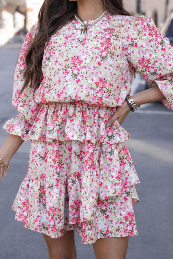 Różowa sukienka rozkloszowana z falbankami Merci