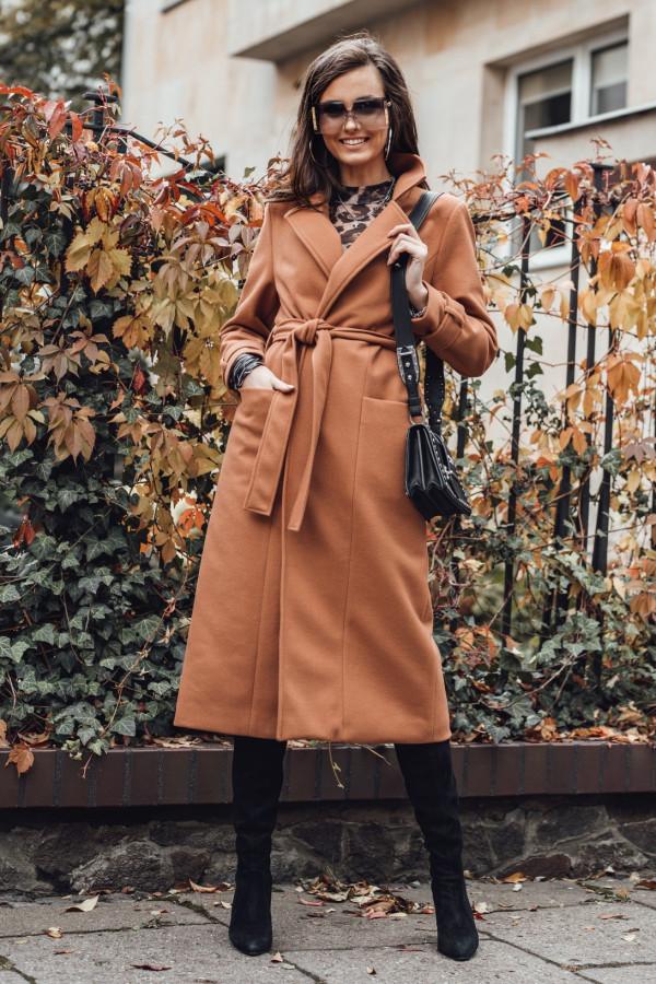 Karmelowy długi płaszcz damski z wiązaniem Corinna