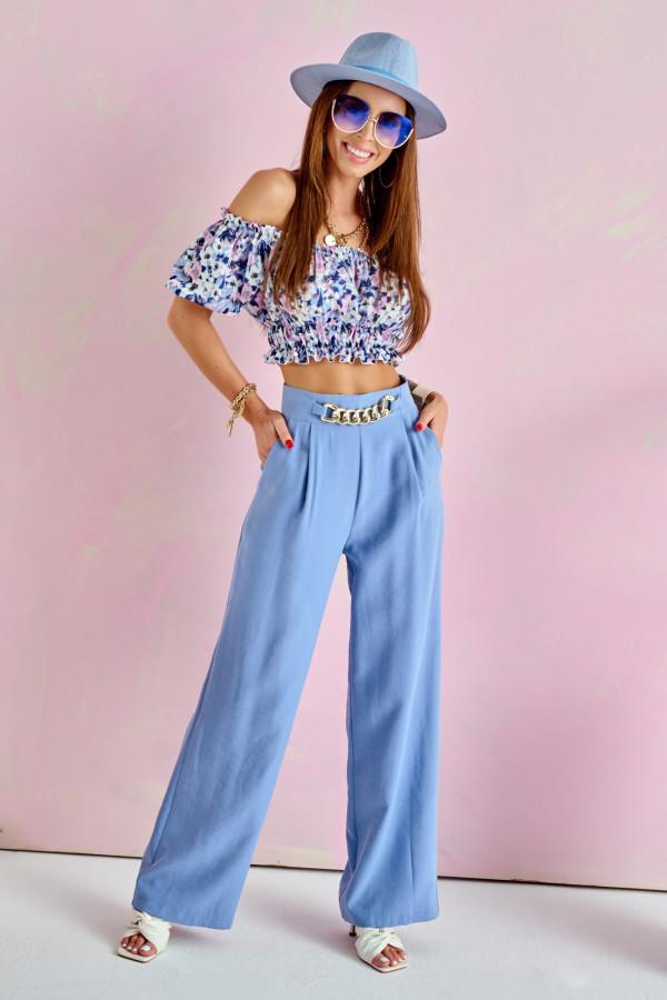 Niebieskie materiałowe luźne spodnie z łańcuszkiem Giada