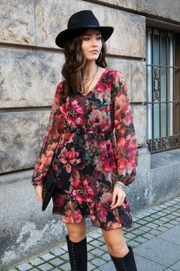Różowa kwiatowa szyfonowa sukienka rozkloszowana z falbankami Louna