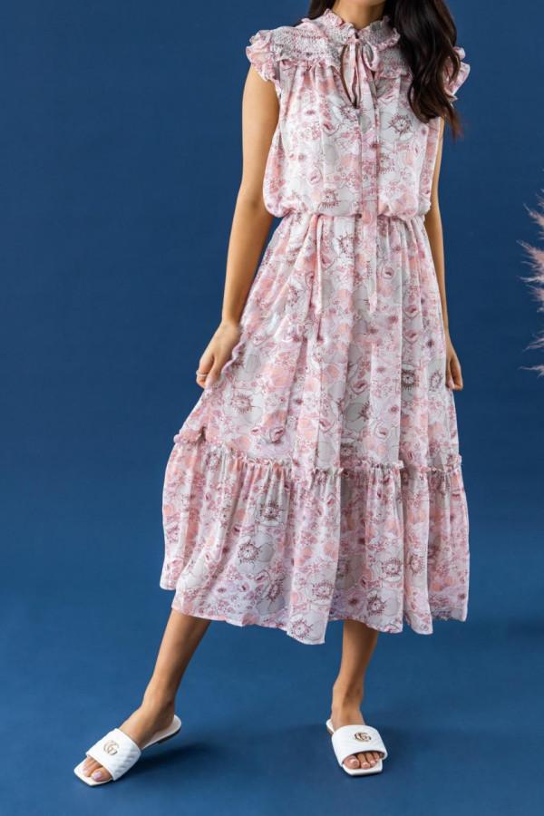 Pastelowo różowa sukienka kwiatowa z falbankami maxi Evelyne
