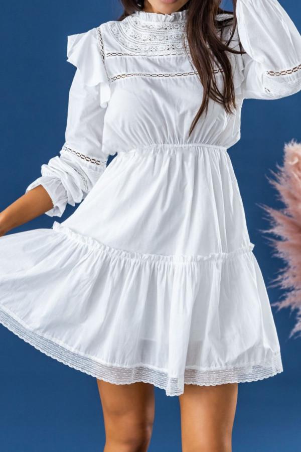 Biała ażurowa sukienka rozkloszowana z falbankami Juliette