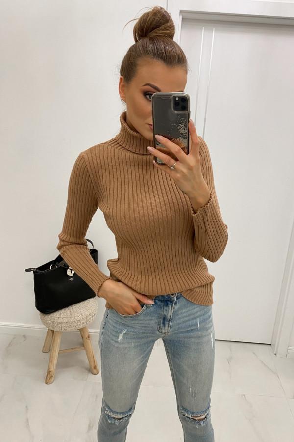 Brązowy sweter z golfem Selena