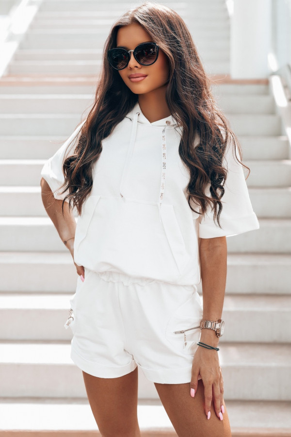 Biały komplet dresowy z krótkimi spodenkami Kaitly