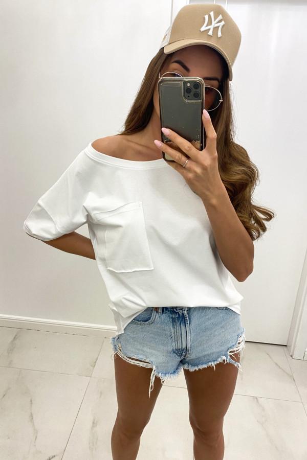 Biały luźny asymetryczny t-shirt z kieszonką Arabela