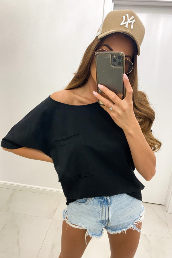 Czarny luźny asymetryczny t-shirt z kieszonką Arabela