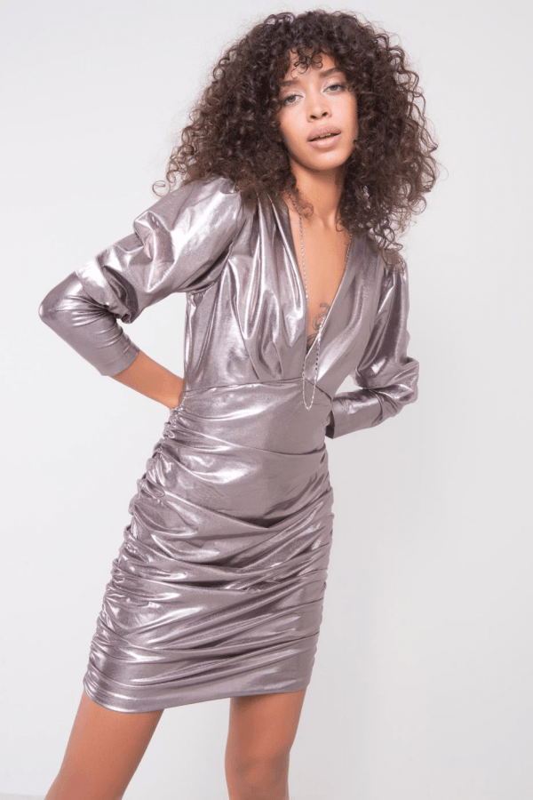 Metaliczna sukienka marszczona V-Neck Marina