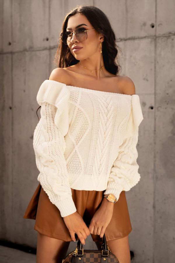 Ecru sweter z falbankami off shoulder Luna