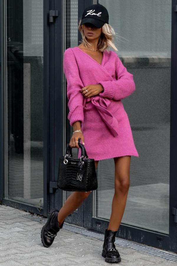 Fuksjowa przekładana sukienka sweterek V-Neck Mila