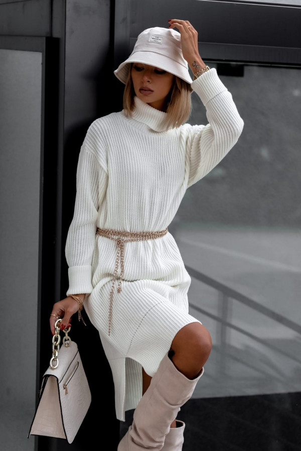 Biała sukienka sweterkowa z golfem Milano