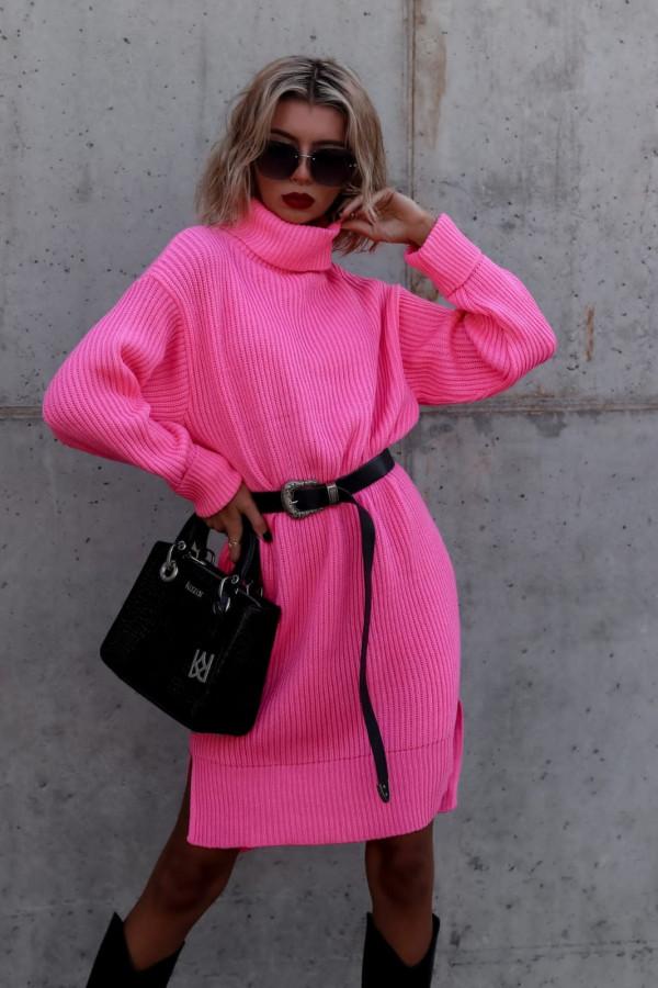 Fuksjowa sukienka sweterkowa z golfem Milano