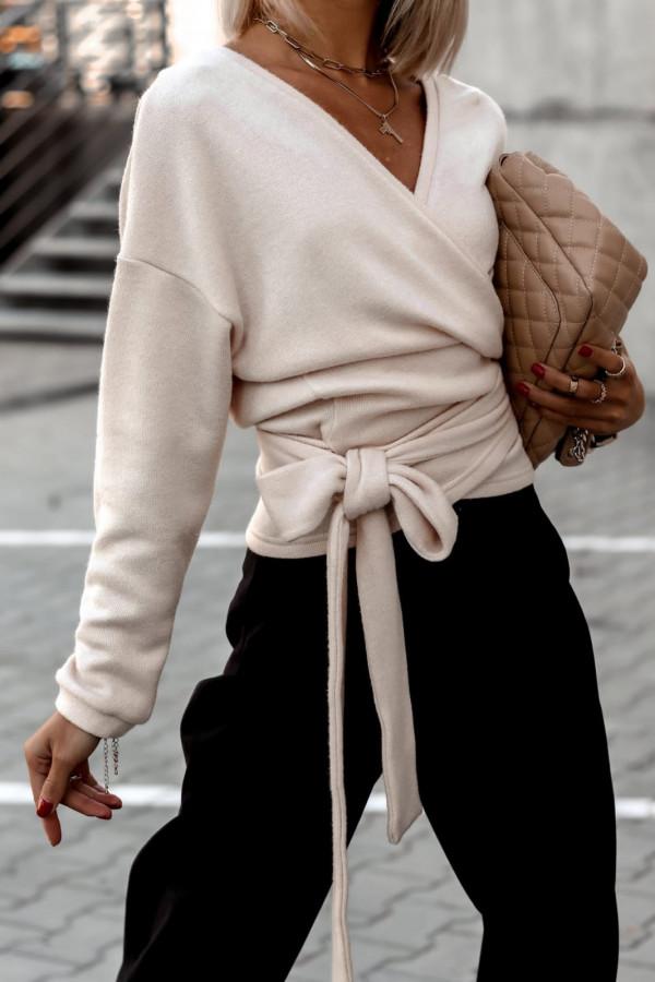 Sweter beżowy wiązany V-neck Kity