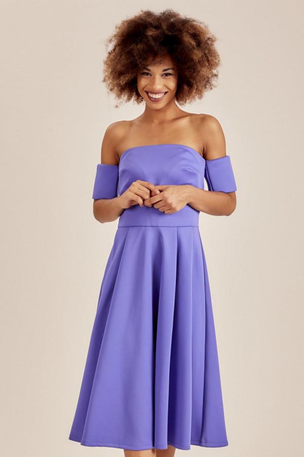 Niebieska sukienka rozkloszowana off shoulder