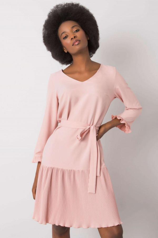 Różowa elegancka sukienka z plisowanym dołem Evelina