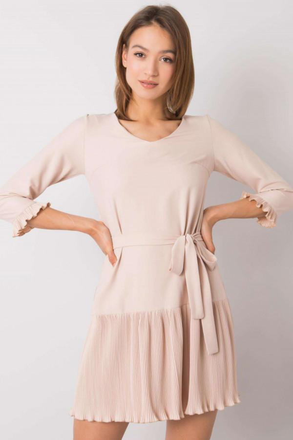 Beżowa elegancka sukienka z plisowanym dołem Evelina